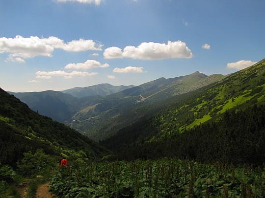 Dolina po zachodniej stronie schroniska.