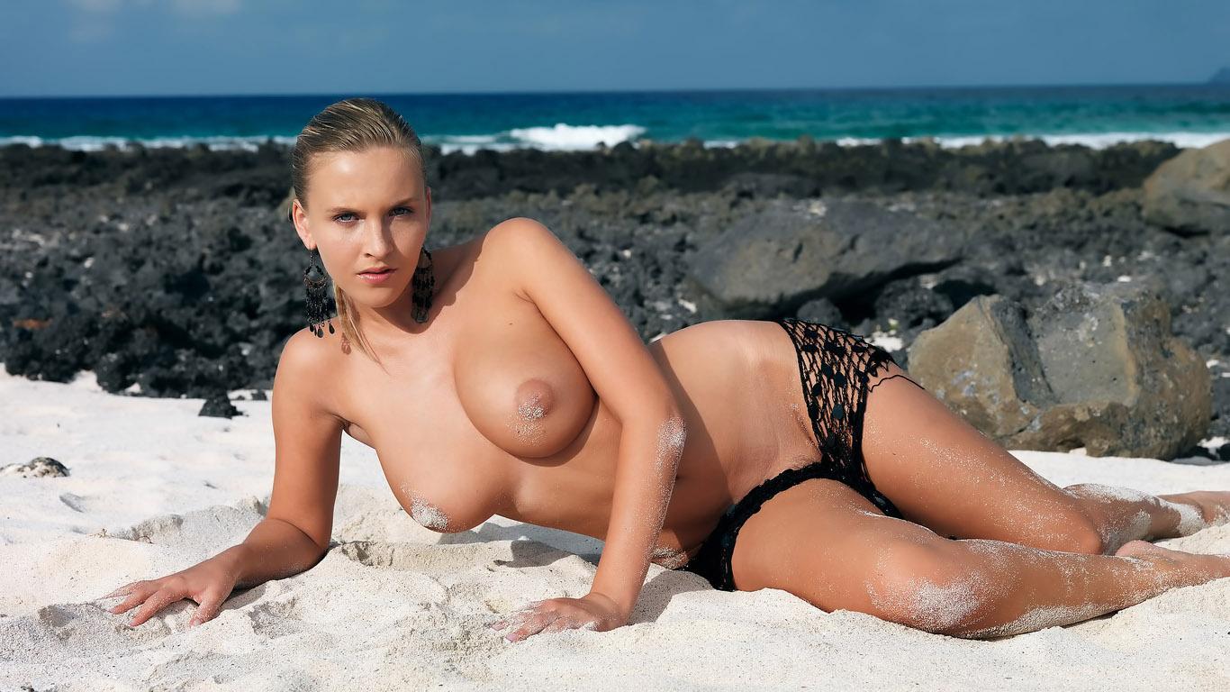 ввод девчонки голый на пляже жизнь