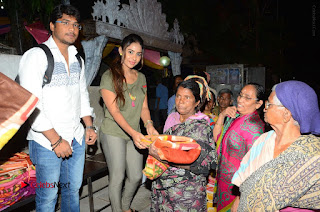 Actress Sri reddy (apthatrust director) Distrubuted Blankets for Orphans at Sai Baba Temple  0028.JPG