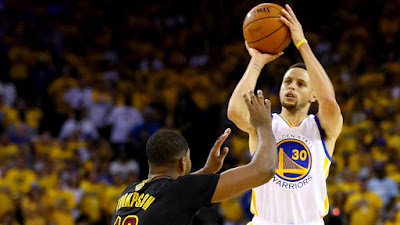 Stephen Curry shooting over Tristan Thompson