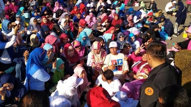 Sandiaga Uno Bikin Ratusan Emak-emak di Sidoarjo Gagal Fokus