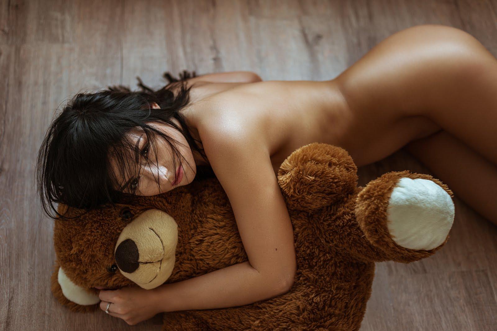 hot-n-sexy-pose-with-teddy-bear-flexible-women-gif