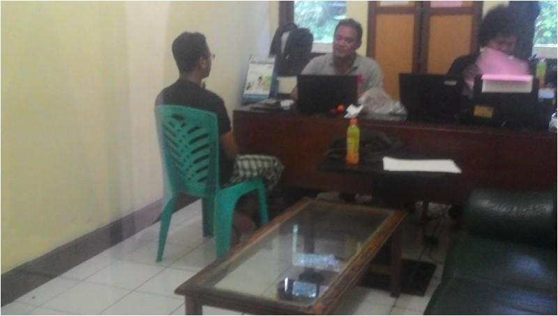 Adnan Tri W saat berada di Mapolsek Bogor Barat