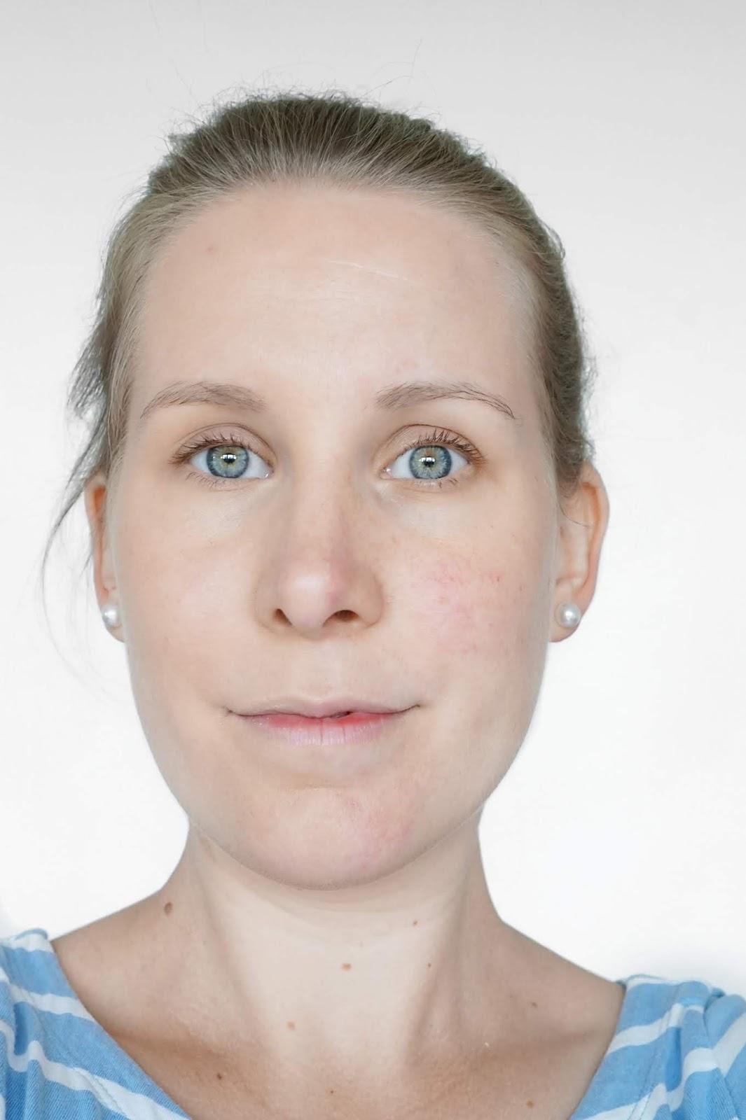 Glo_Skin_Beauty_Half_Face_of_Foundation_Selfie