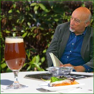 Manuel Vicent, un buen libro y una cerveza
