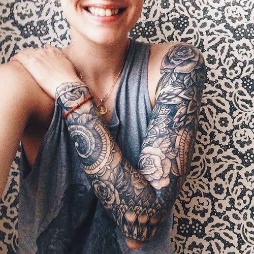 Mangas de tatuagens femininas