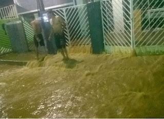 Chuva invade casas e provoca estragos na cidade de Monteiro