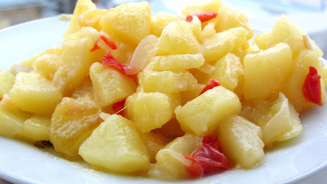 Cartofi inabusiti cu ardei si usturoi