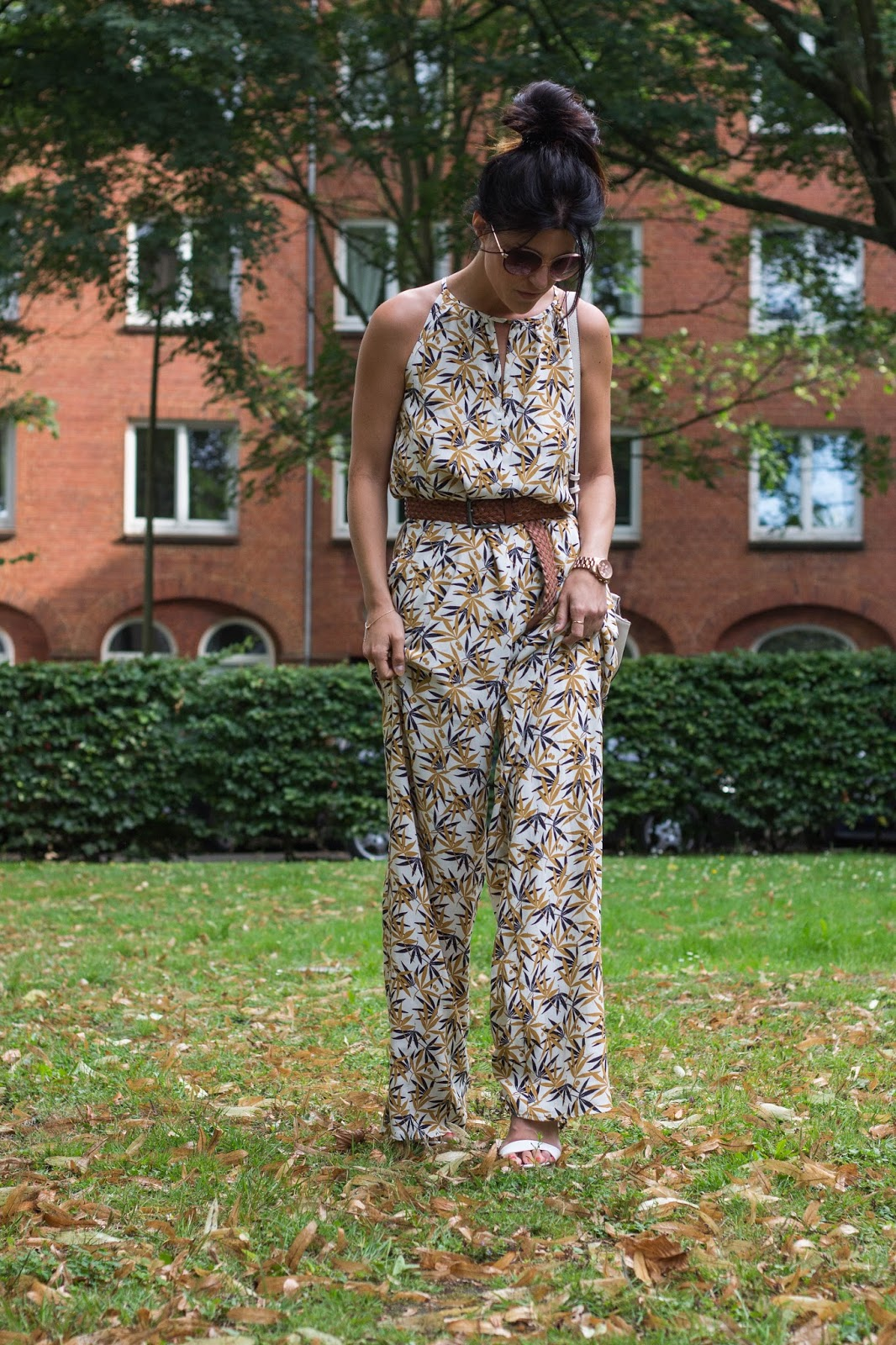 http://fashionavenueabc.blogspot.de/2016/08/leaves-print.html