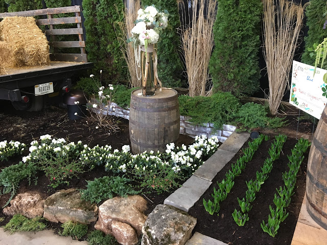 modern farmhouse flower arrangements