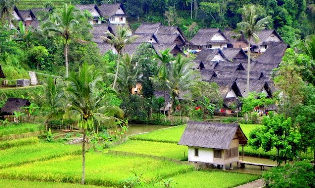 Sang Mutiara dari Priangan Timur itulah sebutan untuk kota Tasikmalaya yang eksotis ini Mari Ke Kampung Naga Tasikmalaya Wisata Edukasi Budaya dengan Pemandangan Yang Indah