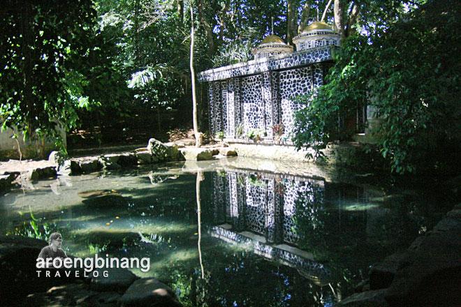 pintu kolam batu qur'an pandeglang banten