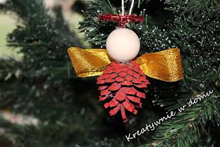 http://www.kreatywniewdomu.pl/2018/12/ozdoby-z-szyszek.html