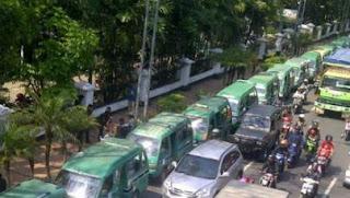 Angkot di Bandung Mogok