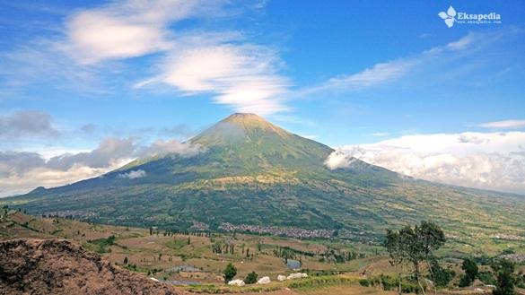 Gunung Sindoro Dari Sedengkeng Pass