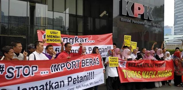 Tolak Impor Beras, Demonstran Datangi KPK dan Minta Jokowi Pecat Mendag