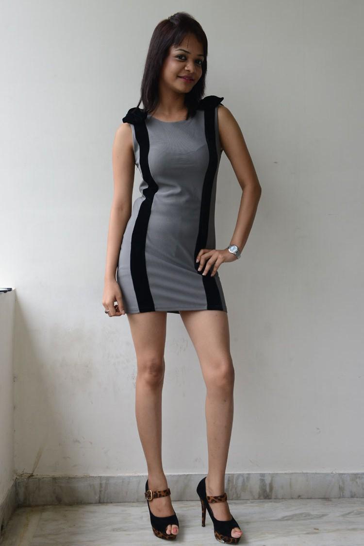 gorgeous sexy girl Henna chopra spicy gallery
