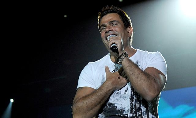 """الهضبة """"عمرو دياب"""" يحيي حفلاً غنائياً في الإمارات بمشاركة أحمد البايض"""