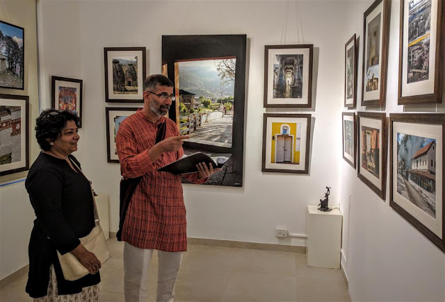 Ajit and Jyoti Kanitkar looking a the pictures at Indiaart Gallery, Pune