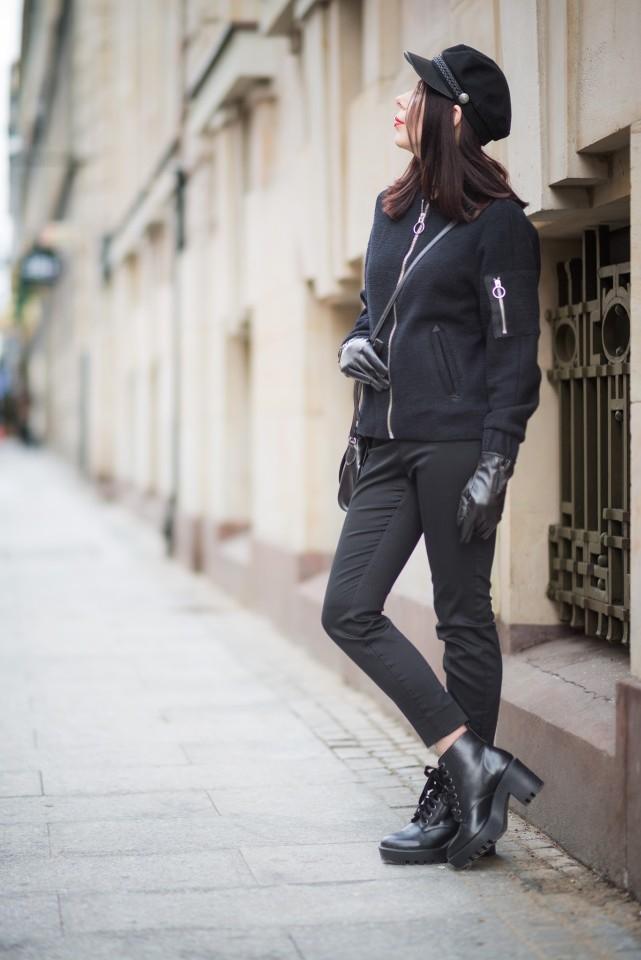 stylizacja damska w męskim stylu total black look