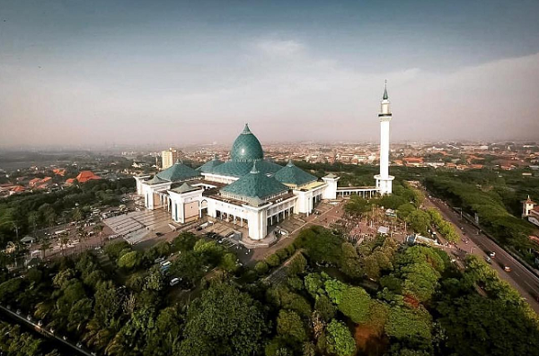 tempat wisata di Surabaya Masjid Al-Akbar