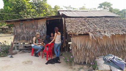 La famille possède un lopin de terre suffisamment grand pour créer une activité mais habite une cabane