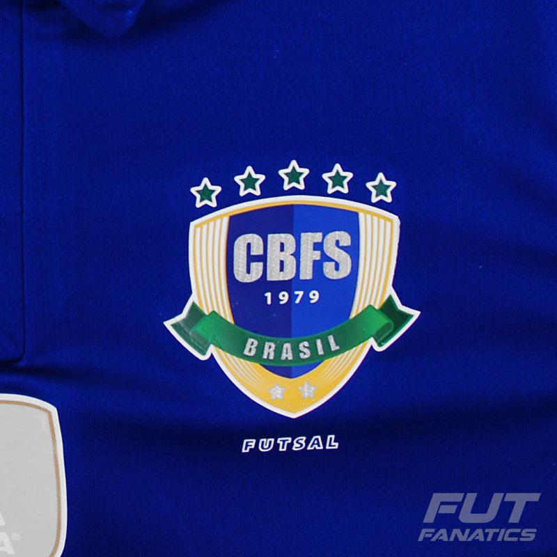 O terceiro uniforme é novidade na cor branca tendo os punhos e as costuras  das laterais na cor azul. 12991137a00f2