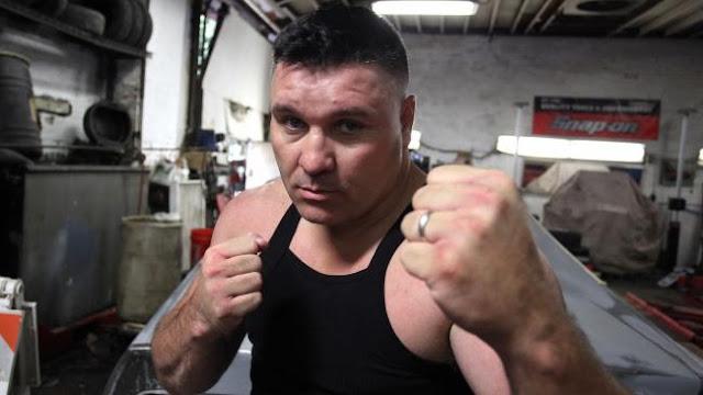 Bobby Gunn es el campeón invicto de box a mano limpia