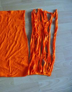 una falda y una camiseta personalizadas con trapillo