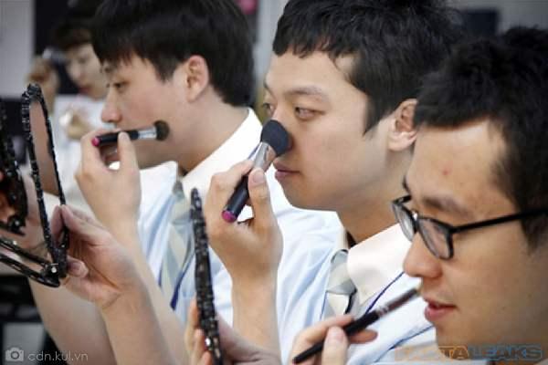Cowok Korea Pakai Make Up