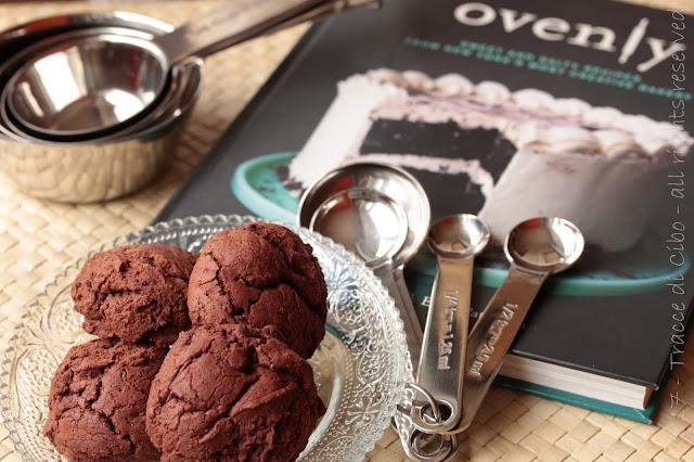 biscotti morbidi al cioccolato e fave di cacao