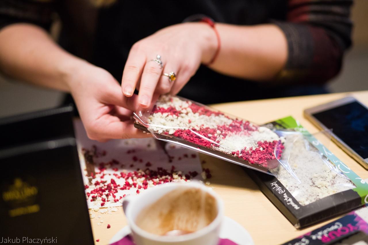1 jak zrobić własną czekoladę jak powstaje tabliczka czekolady manufaktura czekolady warszawa łódź warsztaty piotrkowska 217 jak zrobić własne praliny temperowanie