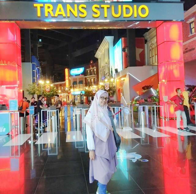 peserta bloggerday 2019 diberi kesempatan menikmati semua wahana di trans studio bandung. setelah itu dilanjutkan ke crowne plaza bandung