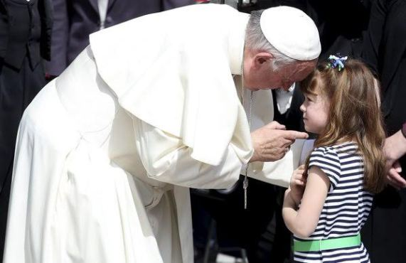 5-year-old girl who is gradually going blind from rare disease gets her wish to see Pope Francis (See Photos)
