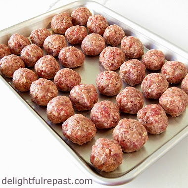 Swedish Meatballs / www.delightfulrepast.com