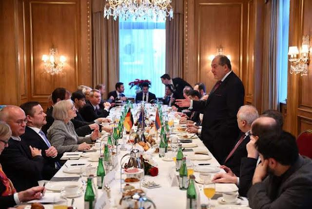 Sargsyan invita a empresas de Alemania a invertir en Armenia