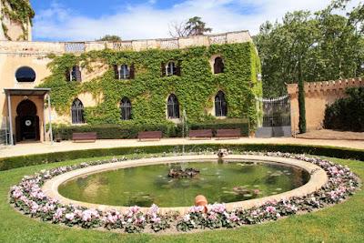 Palacio Desvalls en la entrada del Parc del Laberint