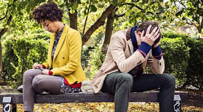 5 أسباب قد تؤدي إلى إنفصال حبيبتك او زوجتك عنك حبيبان مشاجران متخاصمان رجل امرأة طلاق man woman break up divorce