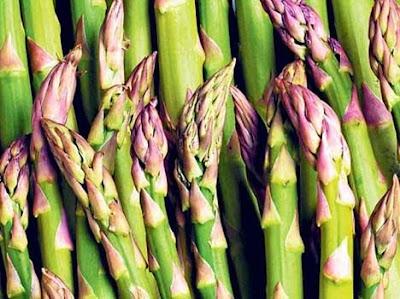 7. शातवार (Asparagus)