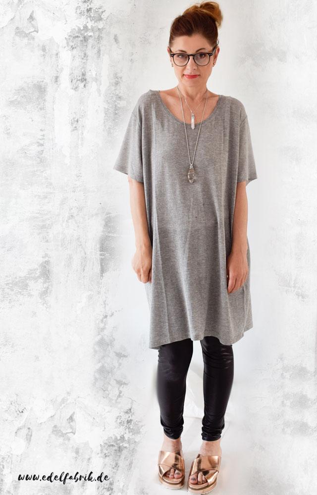 die Edelfabrik, Look mit grauem Shirt und schwarzer Lederleggings
