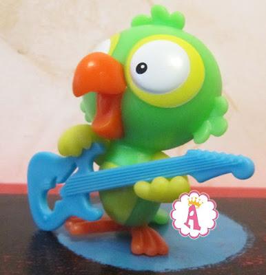 Музыкант попугай из Kinder Maxi 2019