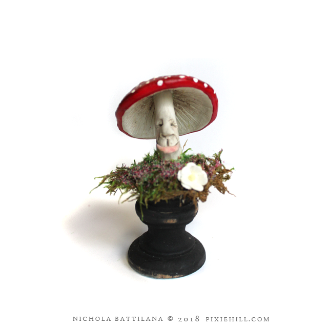 Happy Mushroom/Toadstool - Nichola Battilana pixiehill.com