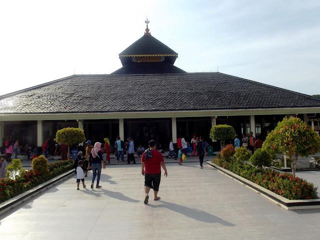 masjid agung Demak ramai pengunjung