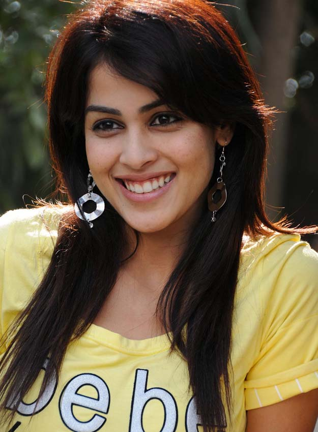 funlure: Real Bollywood Beauty Genelia D Souza.