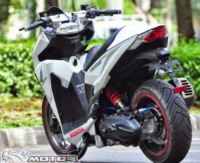 Xe tay ga Honda Vario 150 độ phong cách phân khối lớn