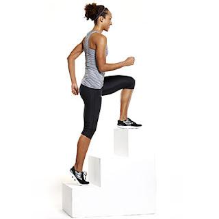 cara mengecilkan paha dirumah dengan naik turun tangga