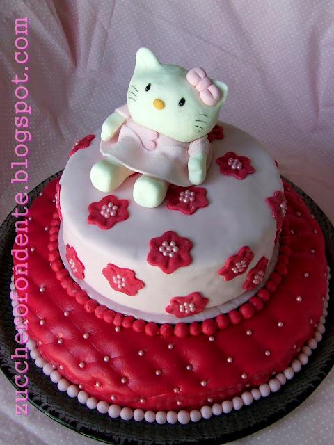Zuccherofondente torta hello kitty a due piani for Piani di costruzione di due piani per uffici