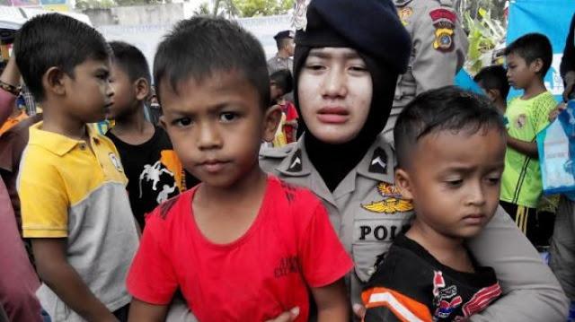 Gempa 5,3 SR Kembali Melanda Pidie Jaya, Polwan Peluk Bocah Cilik
