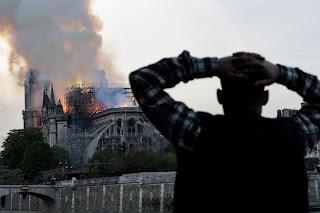 ノートルダム大聖堂炎上