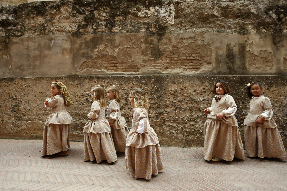 30 Beautiful Pictures Of Girls Going To School Around The World - Spain